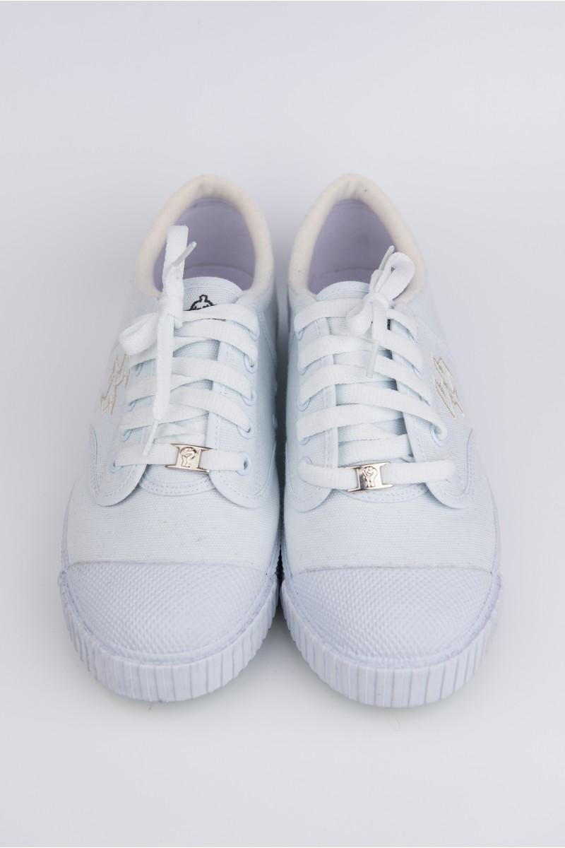 รองเท้า Breaker สีขาว