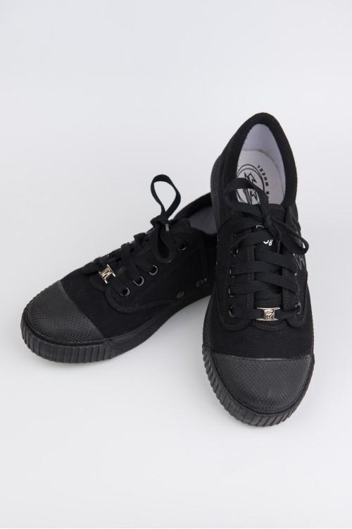 รองเท้า Breaker สีดำ